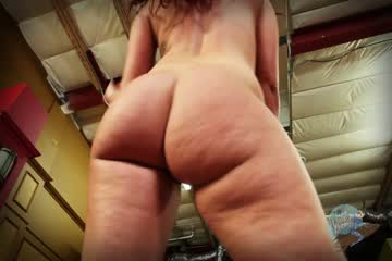 Leya falcon sticks sex toys in both her holes 5